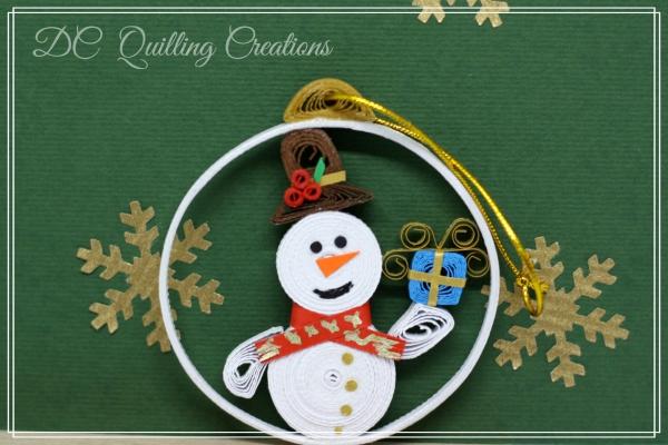 Pallina di Natale fatta a mano con la carta