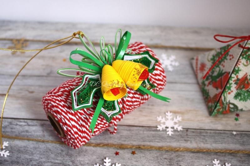 addobbi natalizi fai da te albero di Natale campanelli e agrifoglio in filigrana di carta