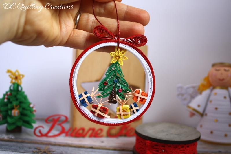 pallina albero di Natale fatta a mano con la carta