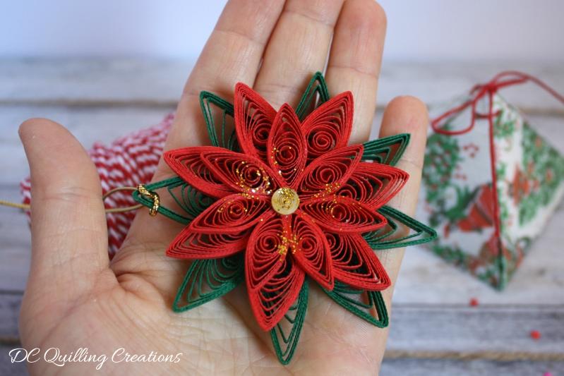 addobbo natalizio in filigrana di carta: stella di Natale originale